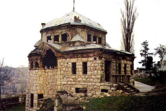 Kapela, 1995. godine, neposredno po završetku rata. Fotografija je dobijena posredstvom I. Čerešnješa